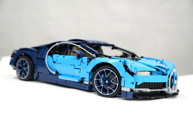 Unboxing Lego Technic 42083 Bugatti Chiron, (Lego 42083 Buyers Guide & Building & Review)
