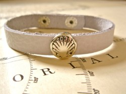 Concha shell bracelet