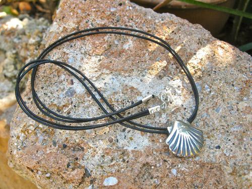Camino_concha_necklace
