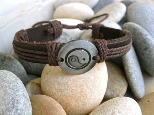 Yin_Yang_leather_bracelet
