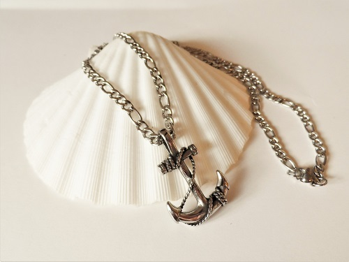 Anchor necklace for fun and adventure