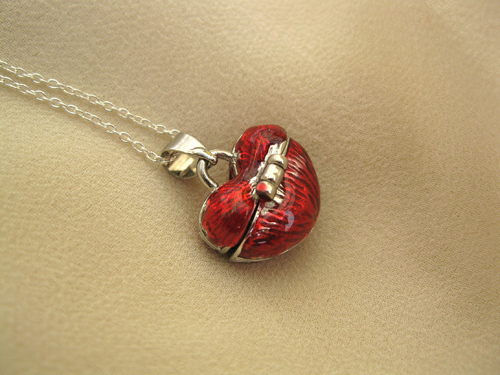 Heart-shaped wishing necklace