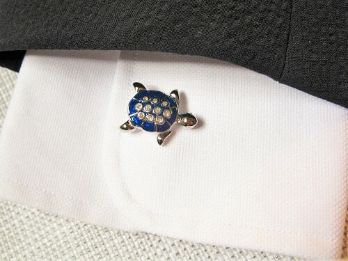 Lucky turtle cuff-links to relax