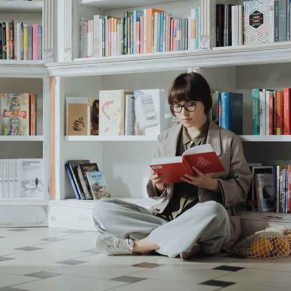 woman in gray long sleeve shirt reading book
