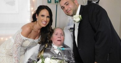Instead of Getting Married Without Her Ailing Mom, She Takes the Wedding to Nursing Home Bedside for a Surprise