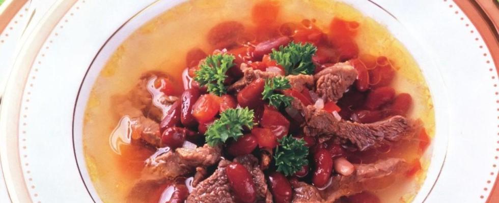 Суп из фасоли со свежими помидорами