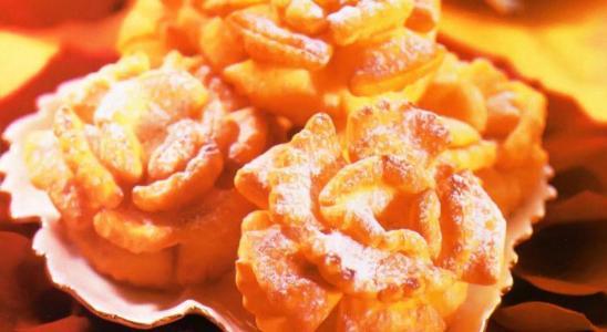розы в сахарной пудре