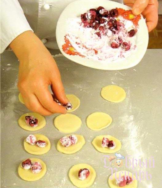 Суп с вишневыми варениками приготовление 4