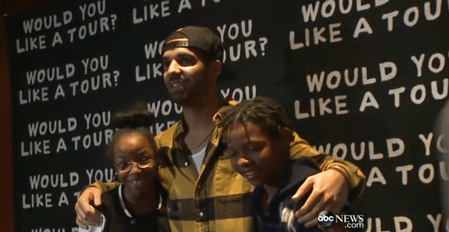 Drake with students from Strawberry Mansion High School (Photo: ABC News)