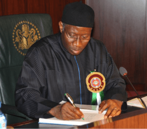 Outgoing Nigerian President Goodluck Jonathan Signs Ban into Law (Source: Twitter)