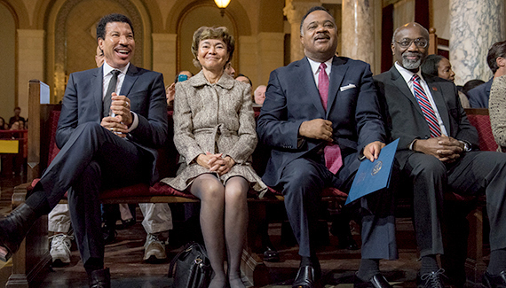 (LtoR) Recording artist Lionel Richie, California Court of Appeal Justice Audrey Collins, DOE Chair Jerome Horton, and CSUDH President Willie J. Hagan. (photo via csudhnews.com)