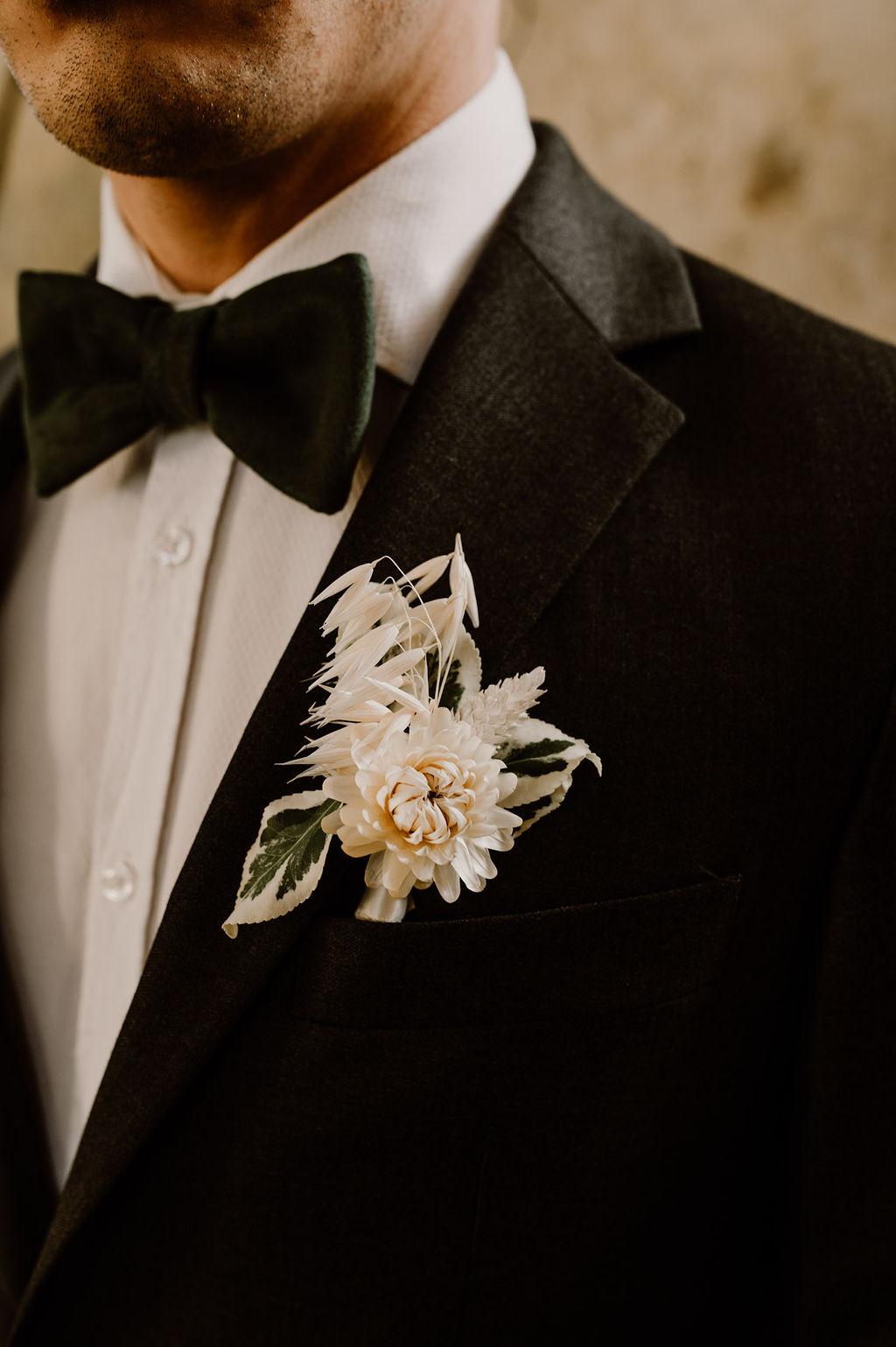 Boutonnière fleurie pour marié
