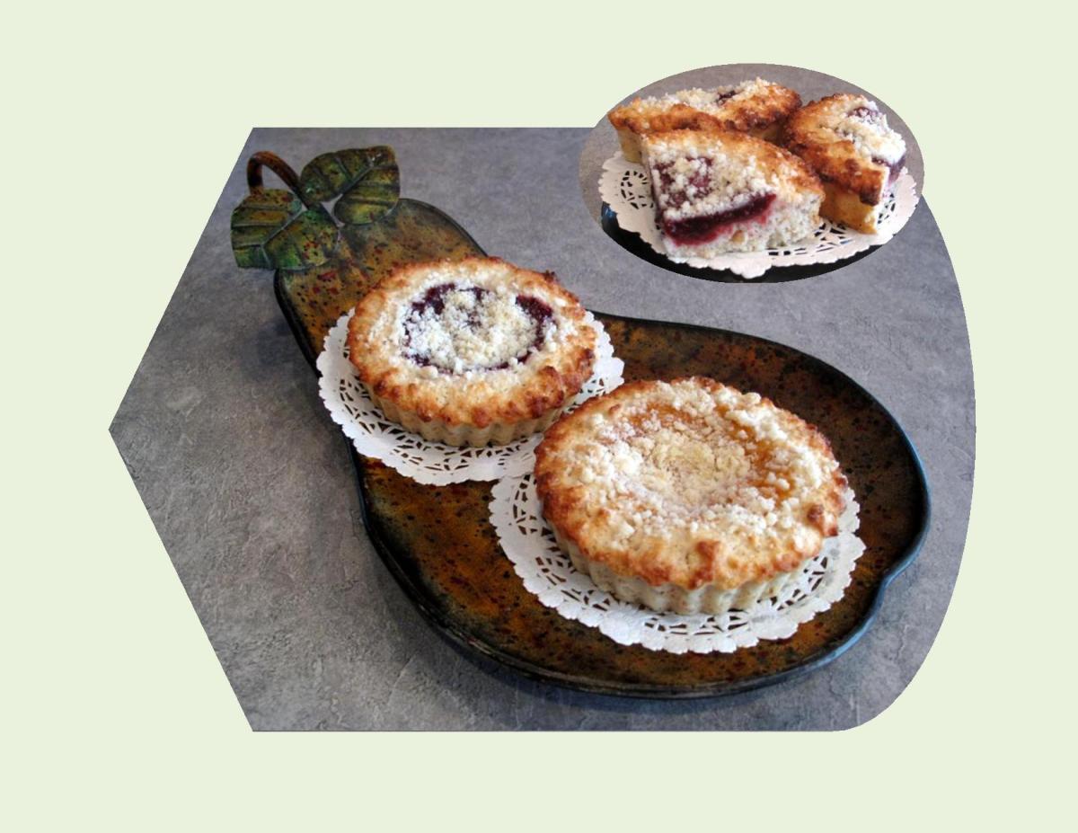 Mini Fruit Crumble Cakes