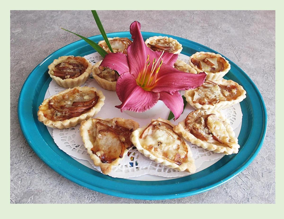 Fig, Pear & Gorgonzola Tartlets