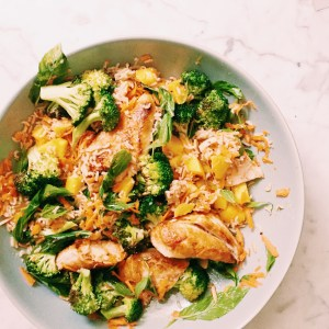 Recipe: Grilled chicken salad with mango