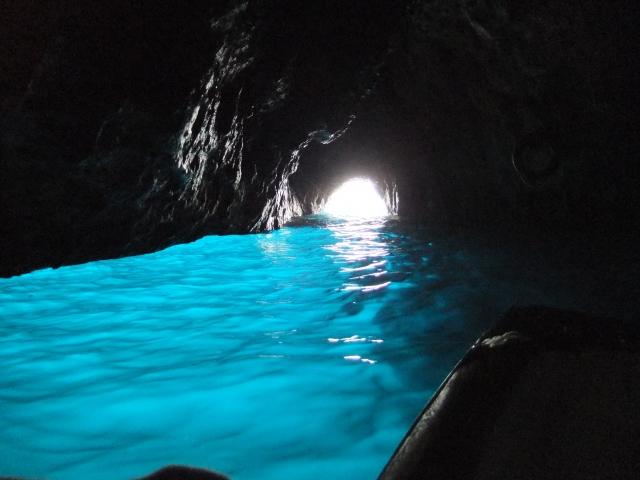 人気スポットの青の洞窟