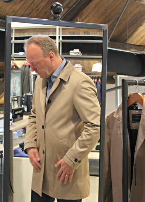 Only for Men-Dressmydad-GoodGirlsCompany-Mensperience-store Doesburg-trench coat van Tommy Hilfiger