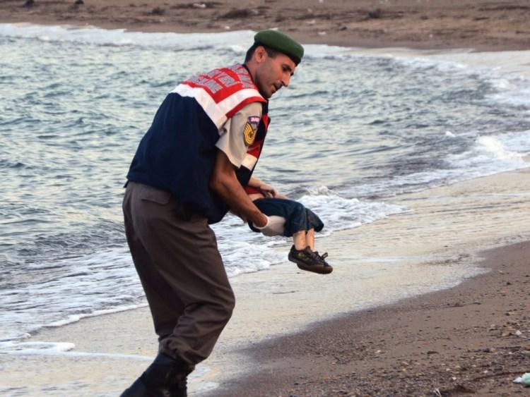 Bootvluchtelingen-vluchtelingen-Aylan-Turkije-beschaving-Matteus-25.jpg