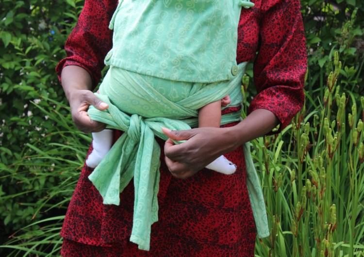 Dragen of Kinderwagen-voordelen van een draagdoek-GoodGirlsCompany-voordelen draagdoek-nadelen kinderwagen-draagdoek knopen