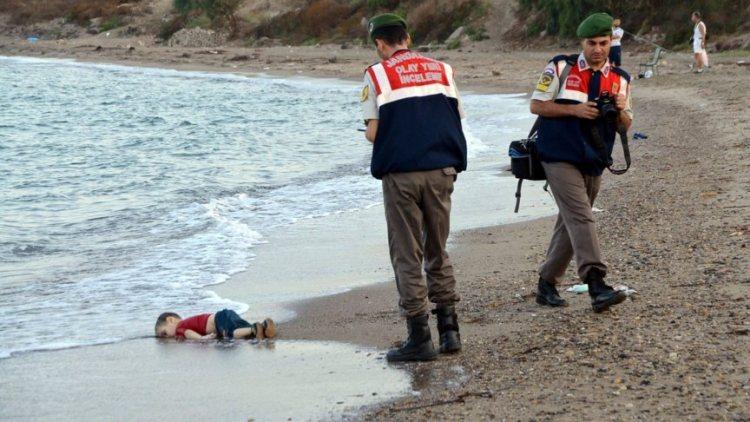 God-spoelt-aan-in-Europ-Aylan-bootvluchtelingen-vluchtelingen