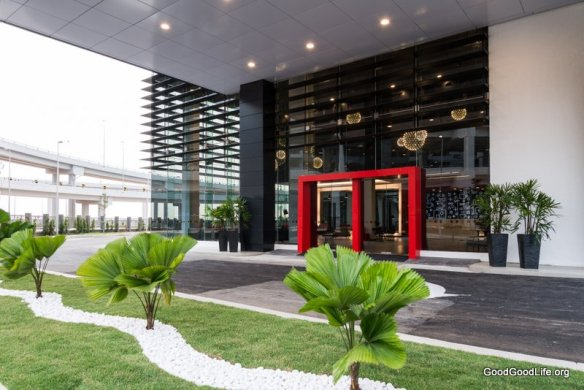 Tune Hotel klia2 - Porch & Main entrance (klia2 driveways in background