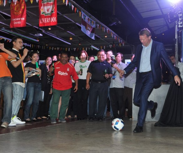 Henrik Juel Anderson, MD of Carlsberg Malaysia, kicking the football to officially kick start the Play on Pitch contest