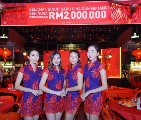 "3.Brand Ambassadors at Tiger Beer's ""Abundance of Prosperity"" consumer event held at Kepong Food Court."