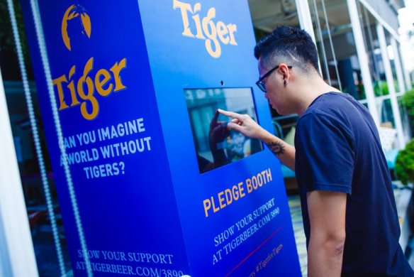 Guest taking a pledge against illegal tiger trade during 3890Tigers campaign finale on Global Tiger Day