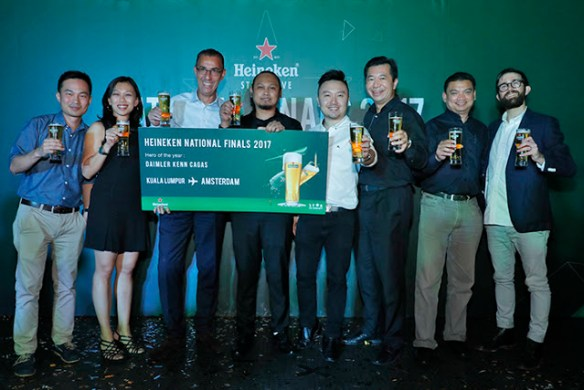 5th from left is Andrew Woon, Sales Director of HEINEKEN Malaysia, Hans Essaadi, Managing Director of HEINEKEN Malaysia, and Shereen Teh, National Customer Development Manager On-Trade of HEINEKEN Malaysia, with the eight finalists.