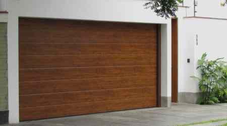 Instalación de puerta seccional en puerta de garaje en Tarragona