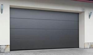 Instalación de puerta seccional en puerta de garaje en Valls 2