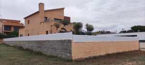 Instalación de valla de PVC en Llorenç del Penedès
