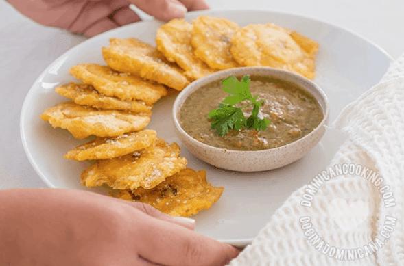 tostones - Cómo hacer Tostones Perfectos (Plátanos Fritos)