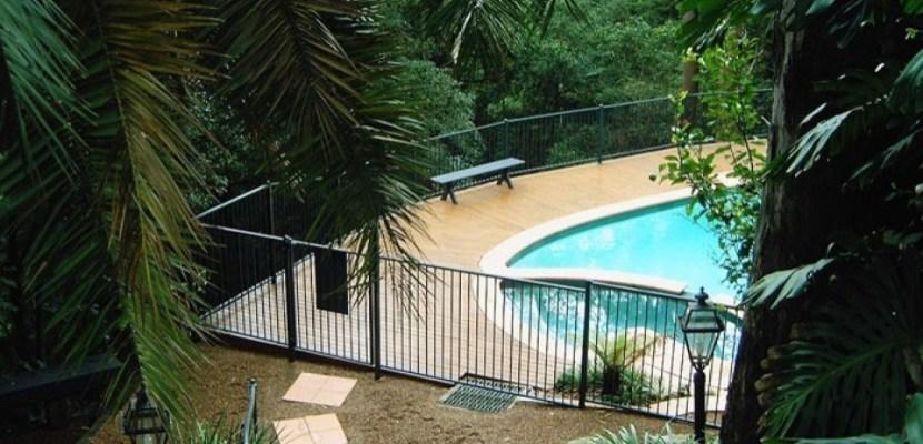 pool fencing option
