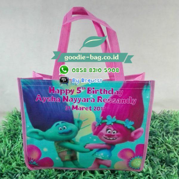 goodie bag ultah trolls