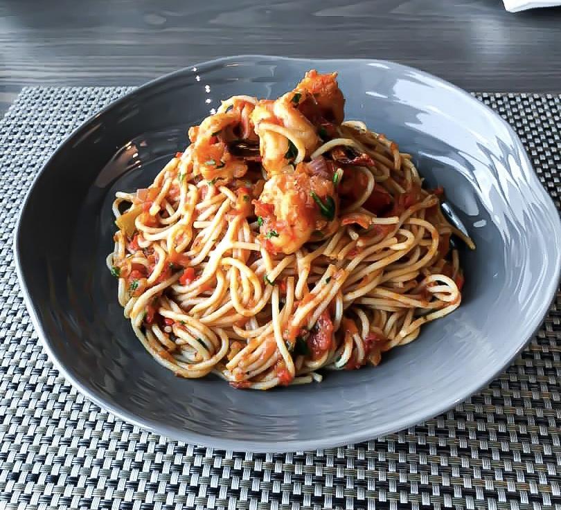 creamy prawn pasta at de bull restaurant and bar