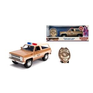 Réplique véhicule Chevy Stranger things chef Hopper + badge