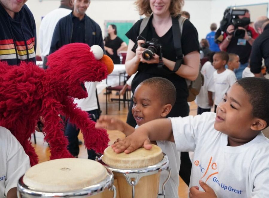 Elmo visits Detroit
