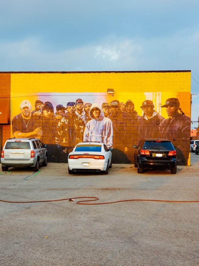 """""""Shades"""" Detroit mural by artists Jose Feliz Perez and Michael Vasquez"""