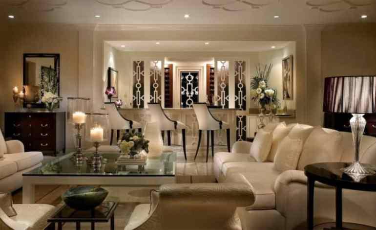 Interior Ruang Keluargaa Pada Ruangan Tengah Rumah Mewah Modern