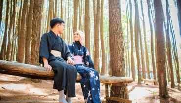 Pasangan Romantis Ala Jepang di Huan Pinus Imogiri
