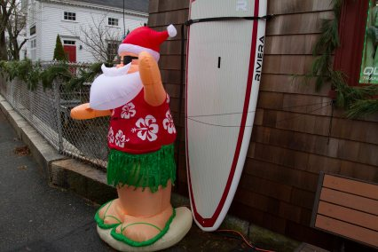 Surfari shows the Christmas Spirit