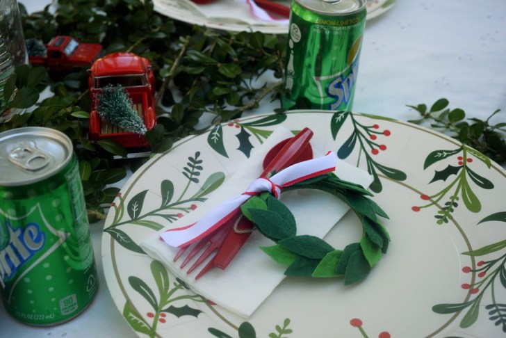 Christmas kid table (1)