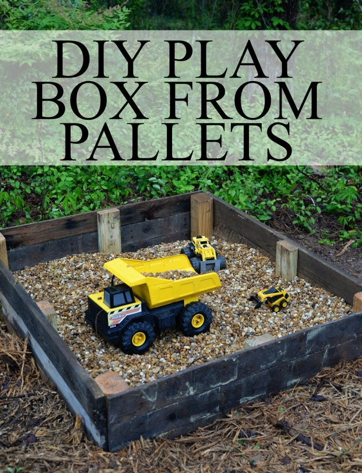 DIY play box from pallets
