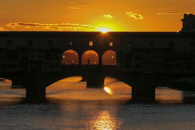 Florence attracties Ponte Vecchio zonsondergang