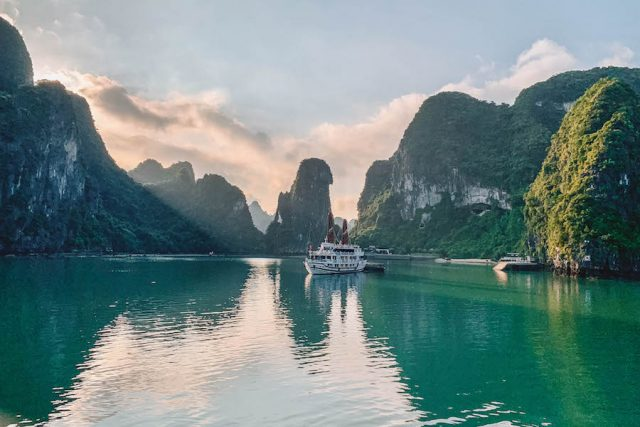 Halong Bay Tour Bhaya Classic Sunrise