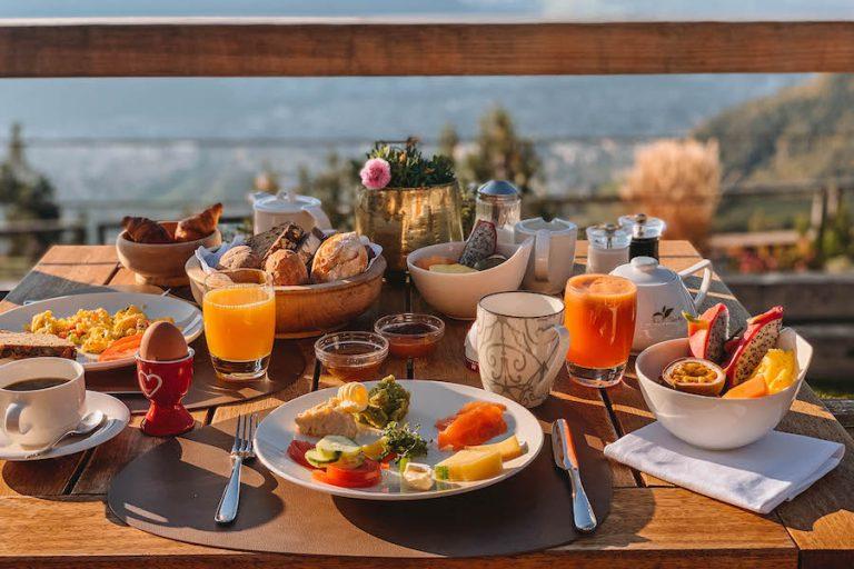 Hotel Belvedere Jenesien Ontbijt Uitzicht
