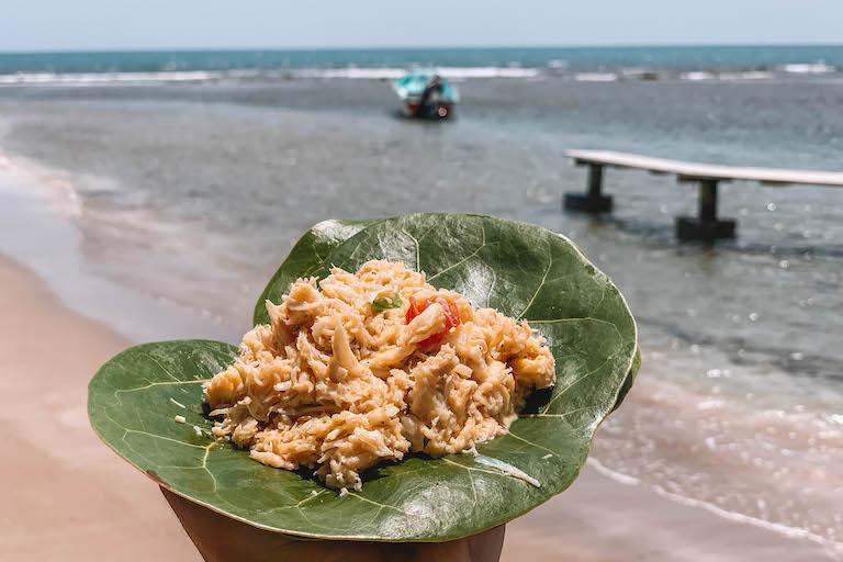 Caraïbische keukenkrabsalade