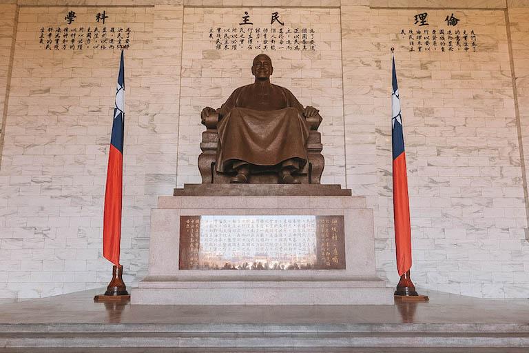 Taipei Bezienswaardigheden CKS Memorial Hall Statue