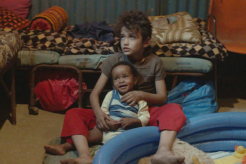 贊恩和寶寶一起看電視